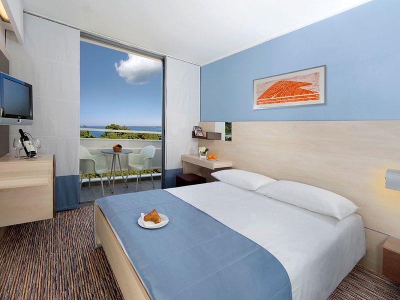 csm_Photos_Porec_Valamar-Diamant-Hotel-and-Residence_Valamar-Diamant-Hotel_Valamar-Diamant-Hotel-Premium-single-room_5f95f7822f.jpg