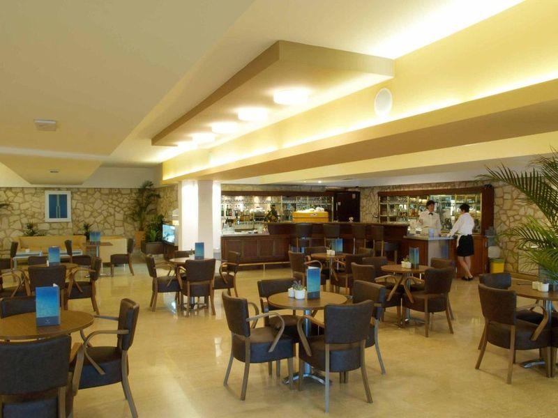 csm_Valamar_Crystal_Hotel_Lobby_f8a495758c.jpg