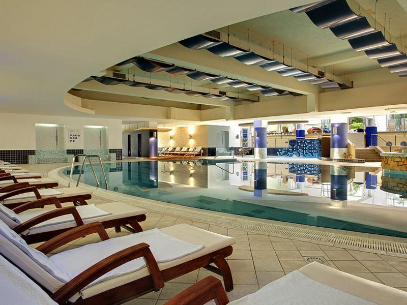 Photos_Porec_Valamar-Diamant-Hotel-and-Residence_Valamar-Diamant-Hotel_5_Valamar-Diamant-Hotel-Pool_2-1.jpg